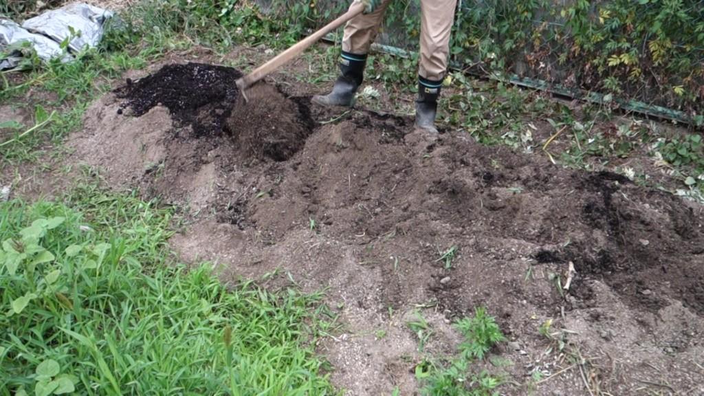 山芋栽培用に耕している